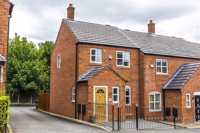 3 bed mews house to rent in Gadfield Grove, Atherton, Manchester