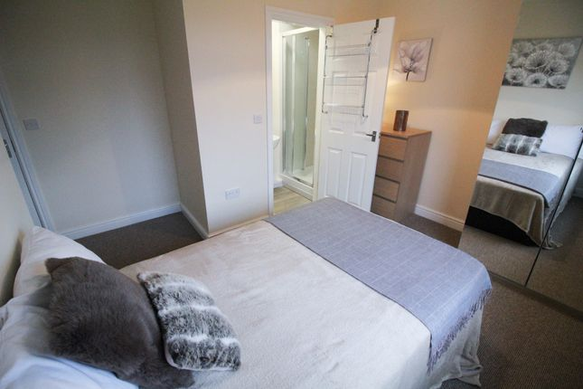 Thumbnail Shared accommodation to rent in Grove Drive, South Kirkby