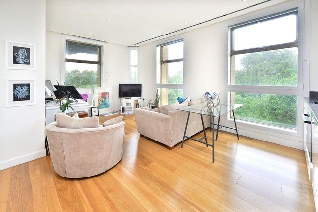 Thumbnail Flat to rent in Highbury Crescent, London