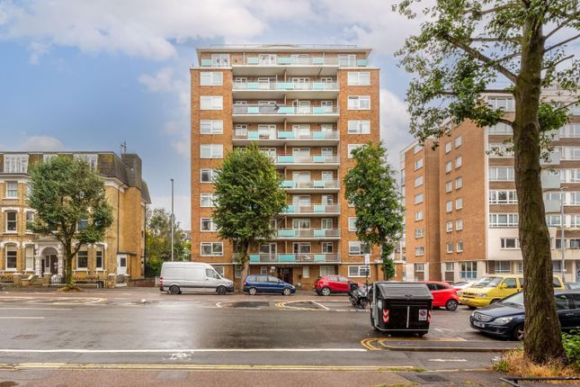 2 bed flat for sale in The Drive, Hove BN3