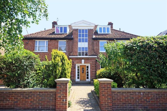 Thumbnail Flat to rent in St. Leonards Road, London