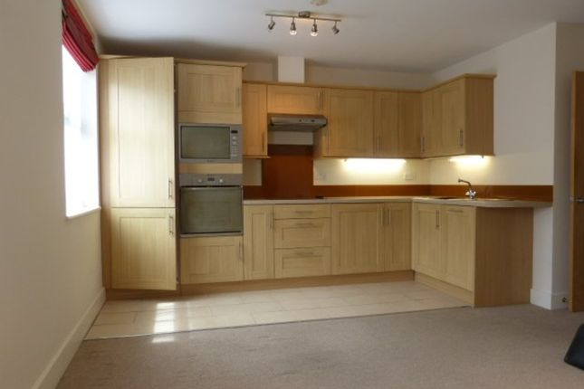 1 bed flat to rent in High Street, Leatherhead