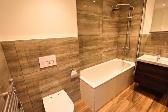 Bathroom of Queensway, Bletchley, Milton Keynes MK2