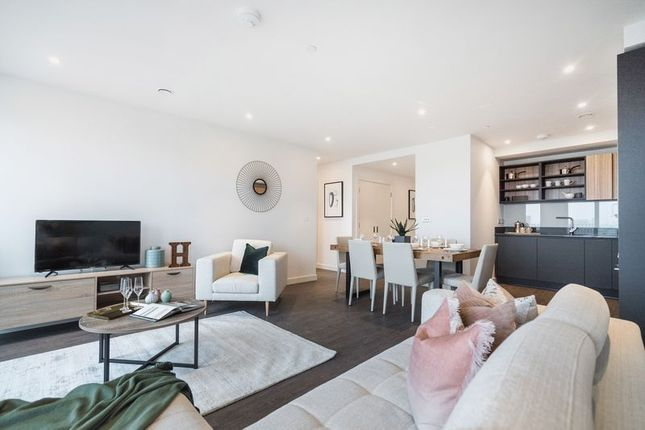 Thumbnail Flat for sale in Royal Docks West, Western Gateway, London