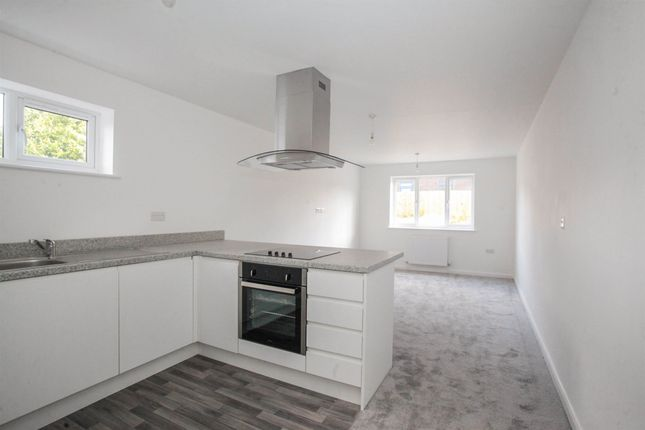 Thumbnail Flat for sale in Marsh Road, Luton