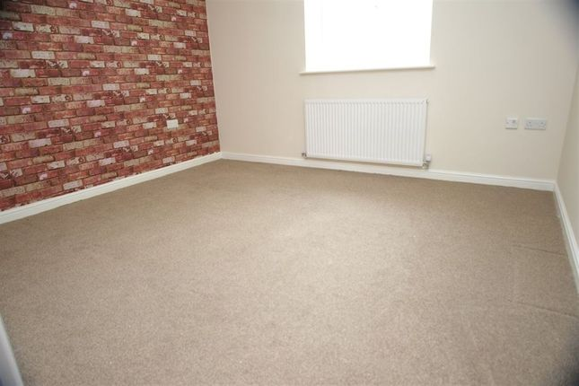 Flat to rent in Darwen Road, Bromley Cross, Bolton