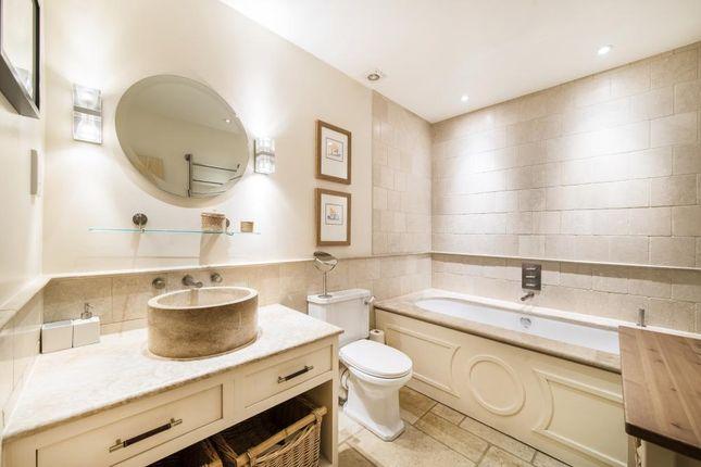 Ensuite Bathroom of Holland Park Mews, London W11