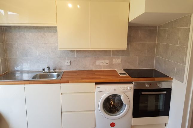 Thumbnail Semi-detached house to rent in Chilcombe Way, Reading