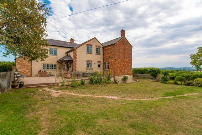 Thumbnail Farmhouse for sale in Charndon, Bicester