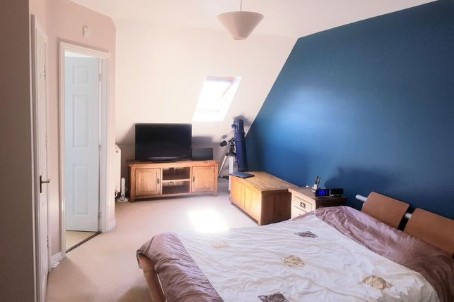 Master Bedroom of Blackthorne Avenue, Carterton OX18
