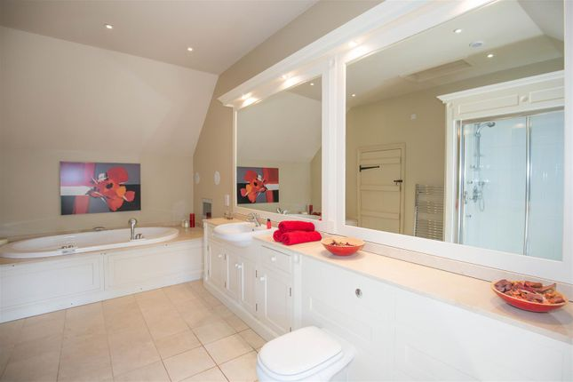Family Bathroom of Coughton Fields Lane, Coughton, Alcester B49