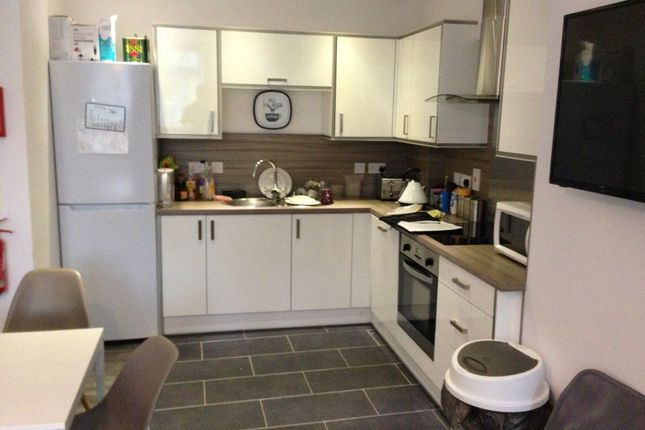 Thumbnail Room to rent in E, The Woodston, Belsize Avenue, Peterborough