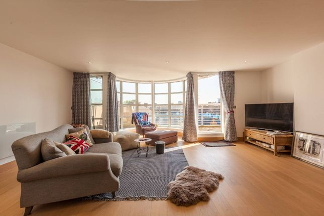 Thumbnail Flat for sale in Leyden Street, Spitalfields
