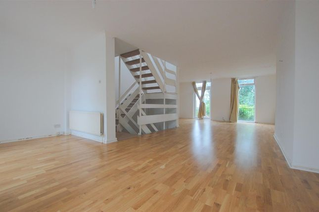 Thumbnail Town house to rent in Tobin Close, London