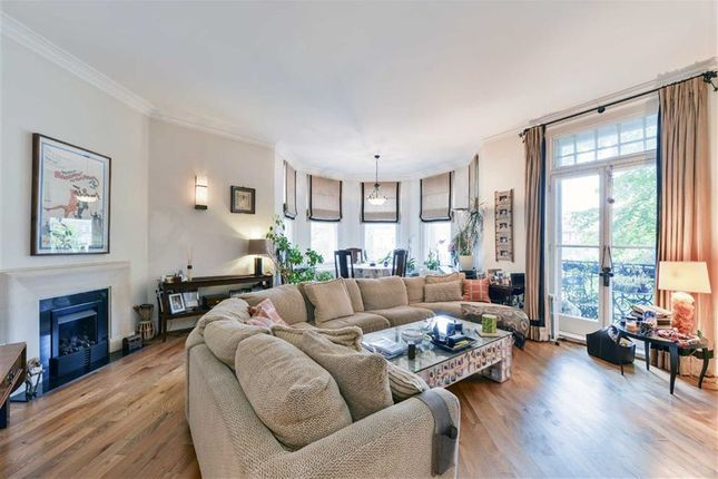 Thumbnail Flat for sale in Oakwood Court, London
