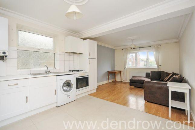 Flat to rent in Eccleston Road, London