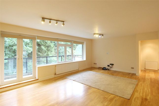 3 bed flat to rent in Foreland Court, Holders Hill Road, London NW4
