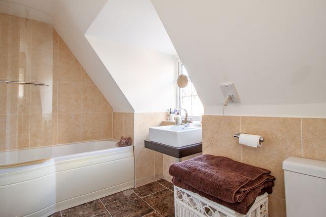 Bathroom of Oakley Road, Caversham, Reading RG4