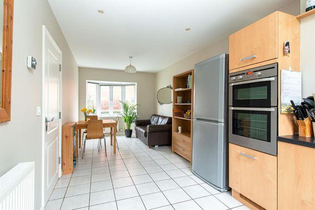 Honesty Close Kitchen1c