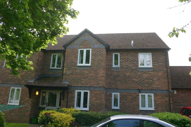 Thumbnail Flat to rent in Cherry Grove, Hungerford