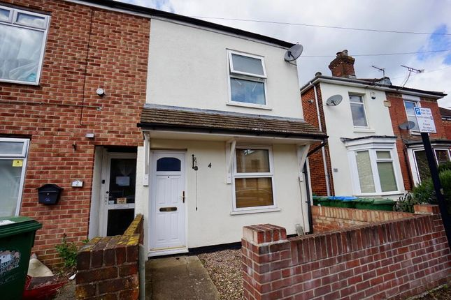 2 bed semi-detached house to rent in Queenstown Road, Freemantle, Southampton, Hampshire
