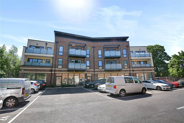 Thumbnail Flat to rent in Metro House, 203 Pinner Road, Northwood, Middlesex