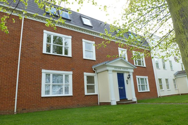 2 bed flat to rent in Dove Place, Aylesbury
