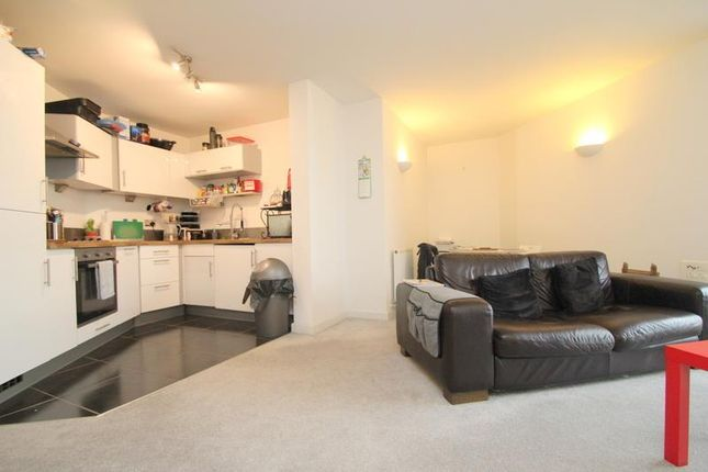1 bed flat to rent in Index Apartments, Mercury Gardens, Romford RM1