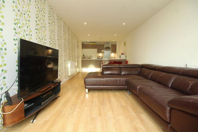 2 bed flat for sale in Waterside Way, London