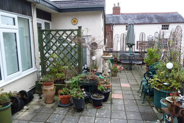 Thumbnail Flat to rent in Leg Street, Oswestry