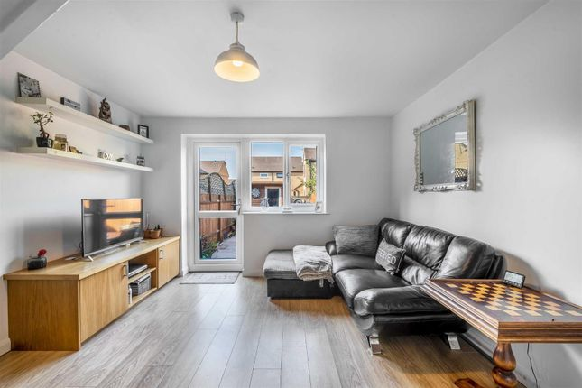 Thumbnail Terraced house for sale in Hornbeams Rise, London
