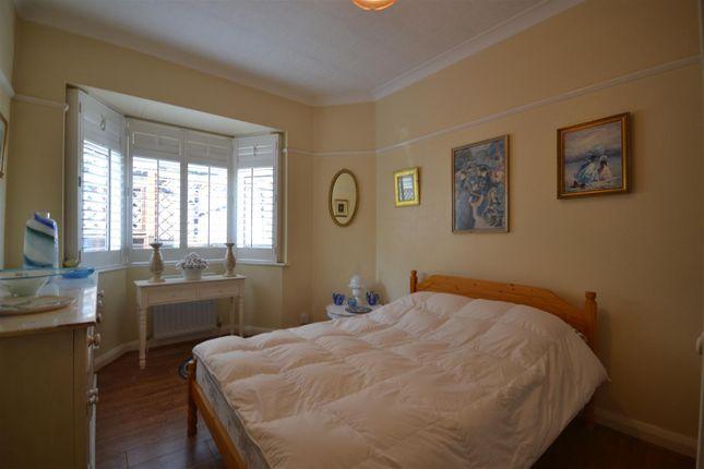 Bed 2 of Chestnut Avenue, Ewell, Epsom KT19