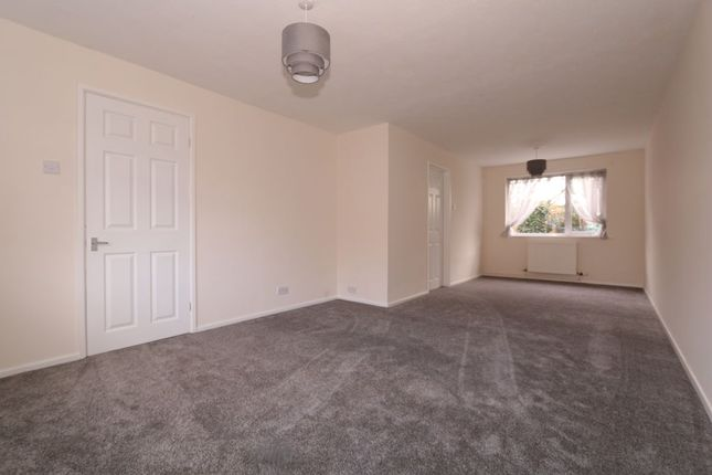 Thumbnail Terraced house to rent in St. Johns Drive, Hyde