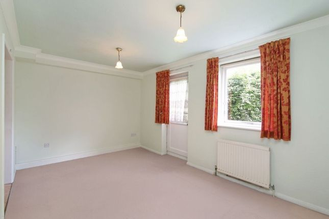 Thumbnail Flat for sale in Valmar Road, Camberwell, London