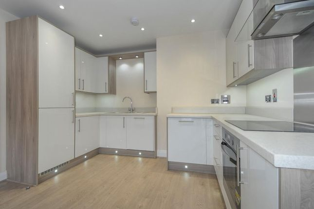 Thumbnail Flat to rent in Heathland Court, Maidenhead