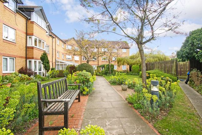1 bed flat for sale in Parkview Court (Ilford), Ilford IG2
