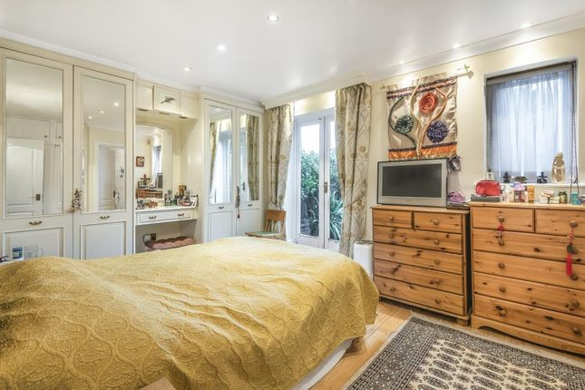 Thumbnail Flat to rent in Walker Close, London