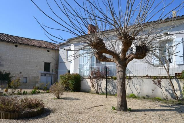 3 bed bungalow for sale in Aubeterre-Sur-Dronne, Angoulême, Charente, Poitou-Charentes, France