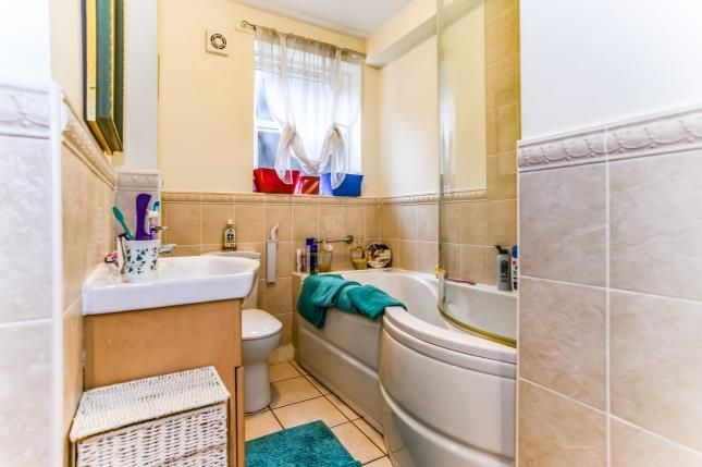 Bathroom of Matley Court, Mottram Road, Matley, Stalybridge SK15
