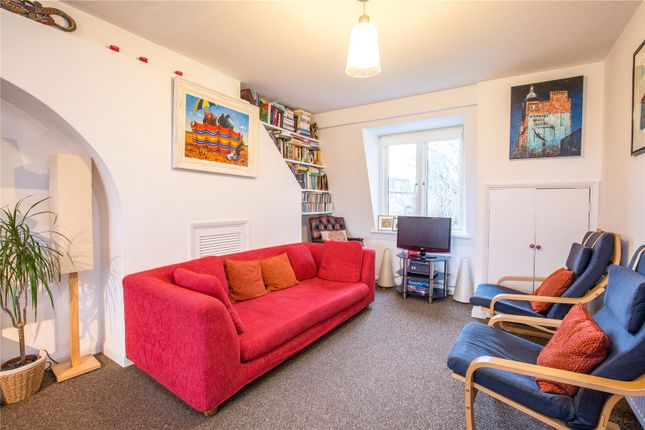 2 bed flat for sale in Shaftesbury Road, London