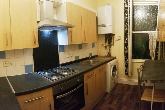 Thumbnail Flat to rent in Belgrave Avenue, Manchester