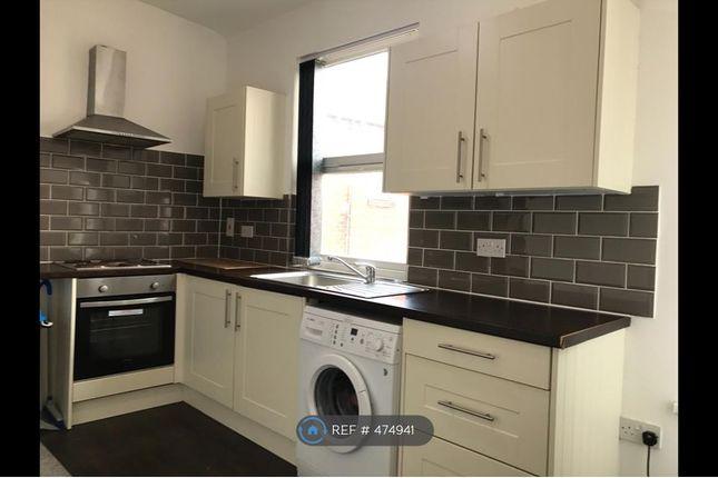 Thumbnail Flat to rent in Roundhay Road, Leeds