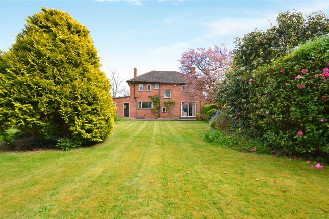 Thumbnail Detached house for sale in Avon Crescent, Stratford-Upon-Avon