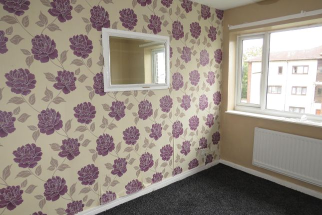 Thumbnail Flat to rent in Kingsdale Court, Leeds