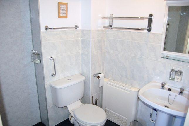 Room 4 Ensuite of Moniton Estate, West Ham Lane, Basingstoke RG22