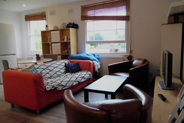 Thumbnail Flat to rent in Spencer Road, Brixton