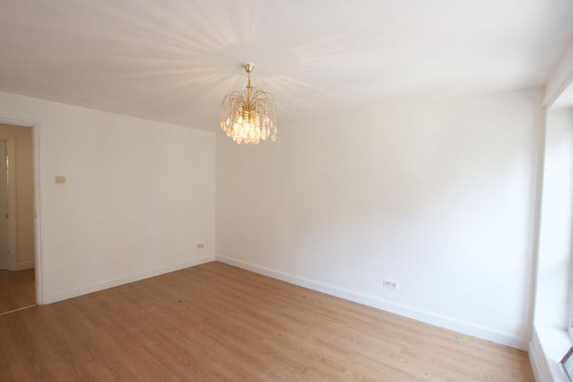 Thumbnail Room to rent in Westfield Close, London