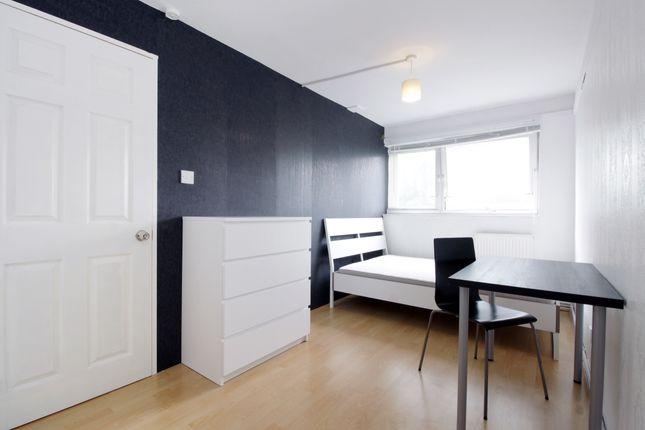 Room to rent in Sharratt Street, London