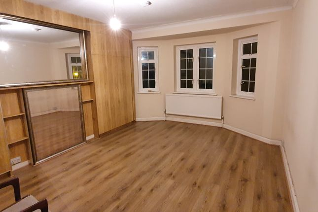 Thumbnail Flat to rent in Albert Drive, Southfields