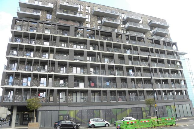 Thumbnail Flat for sale in Crosways, Windsor Road, Slough